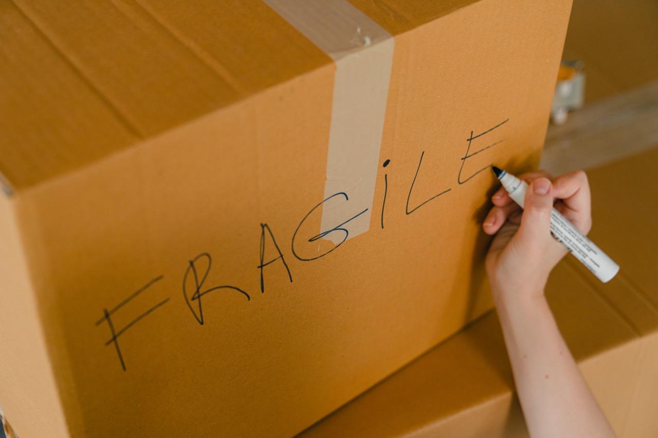 fragile shipping box
