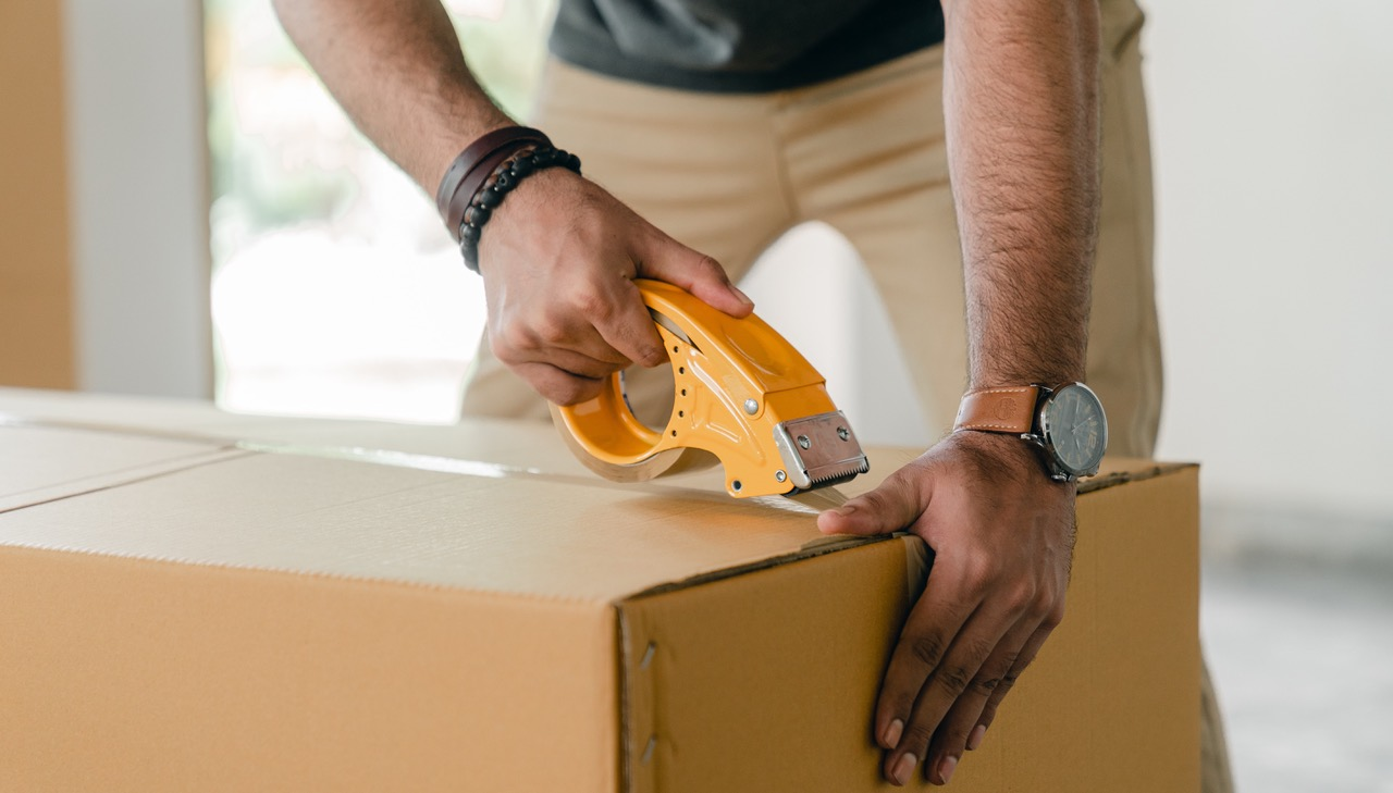 securely tape box